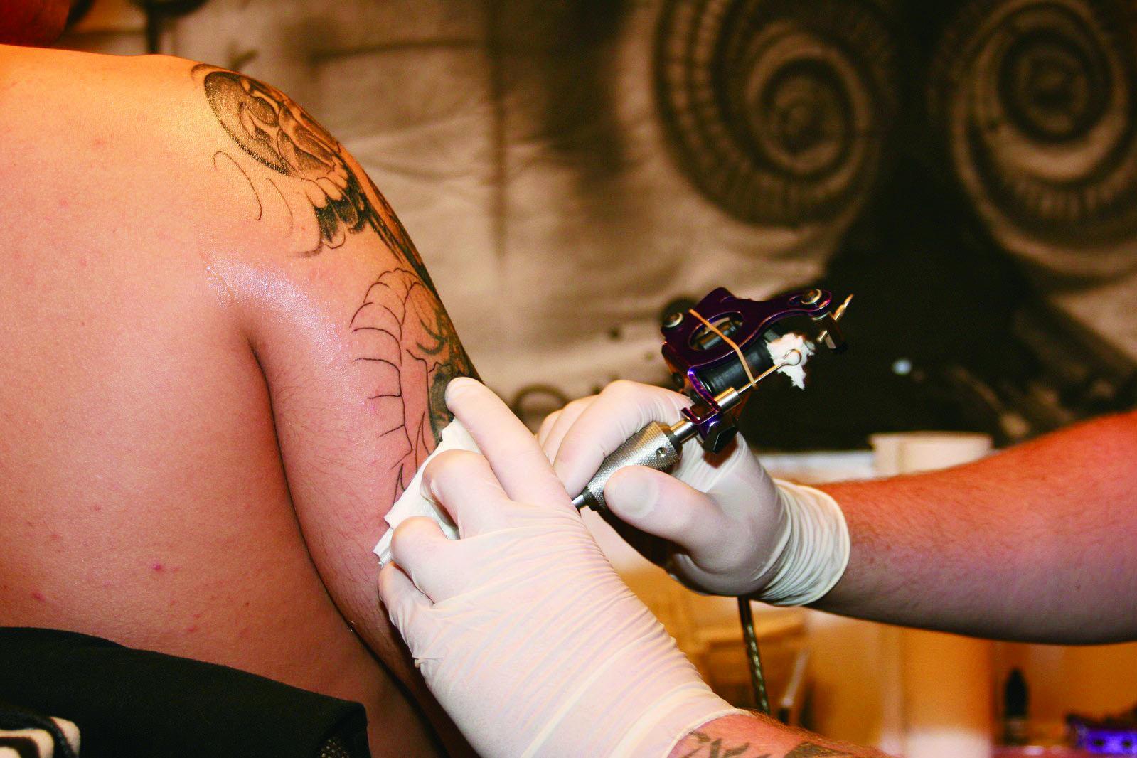 刺青有感染C肝風險 疾管署擬訂注意事項